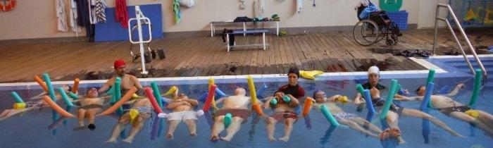 Hidroterapia. Relajación en la piscina del colegio Bios